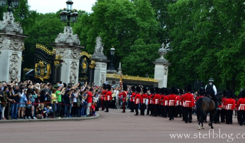 Buckingham-Palace-right-entrance