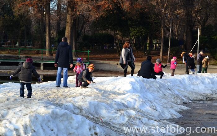 Parcul Cișmigiu - puțină zăpadă de Crăciun