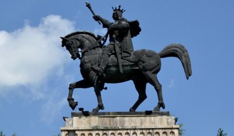 Statuie-Stefan-cel-Mare-Suceava