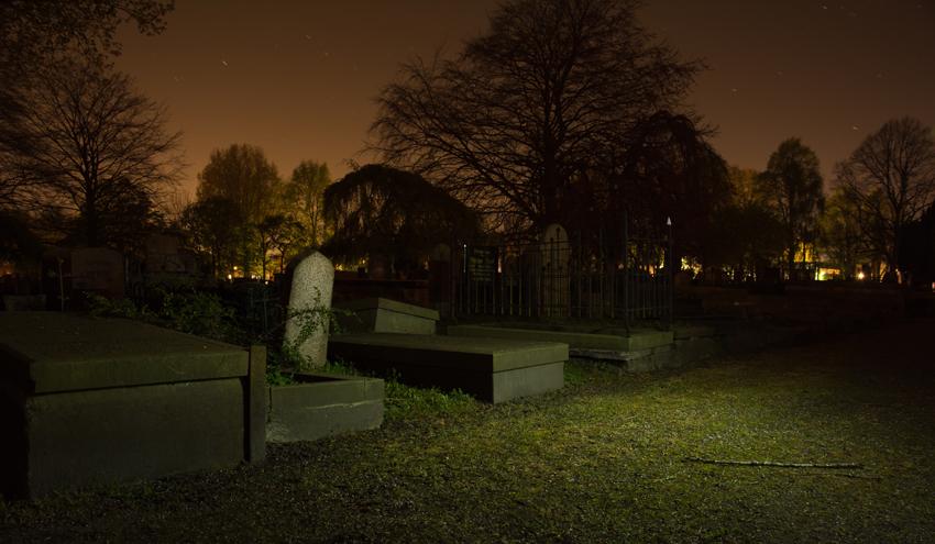 cimitir-noaptea
