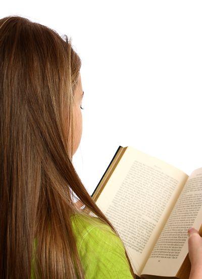 Copil care citește