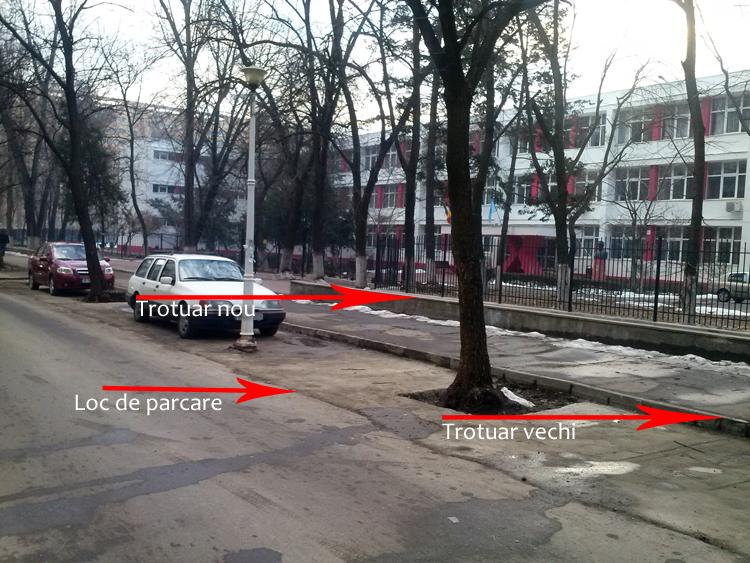 Trei lucruri: locuri de parcare, trotuar vechi si trotuar nou
